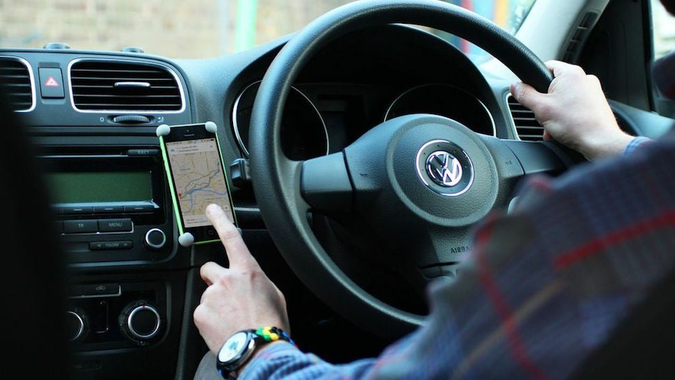 Build A Simple, Sturdy, Smartphone Car Mount With Sugru And Magnets