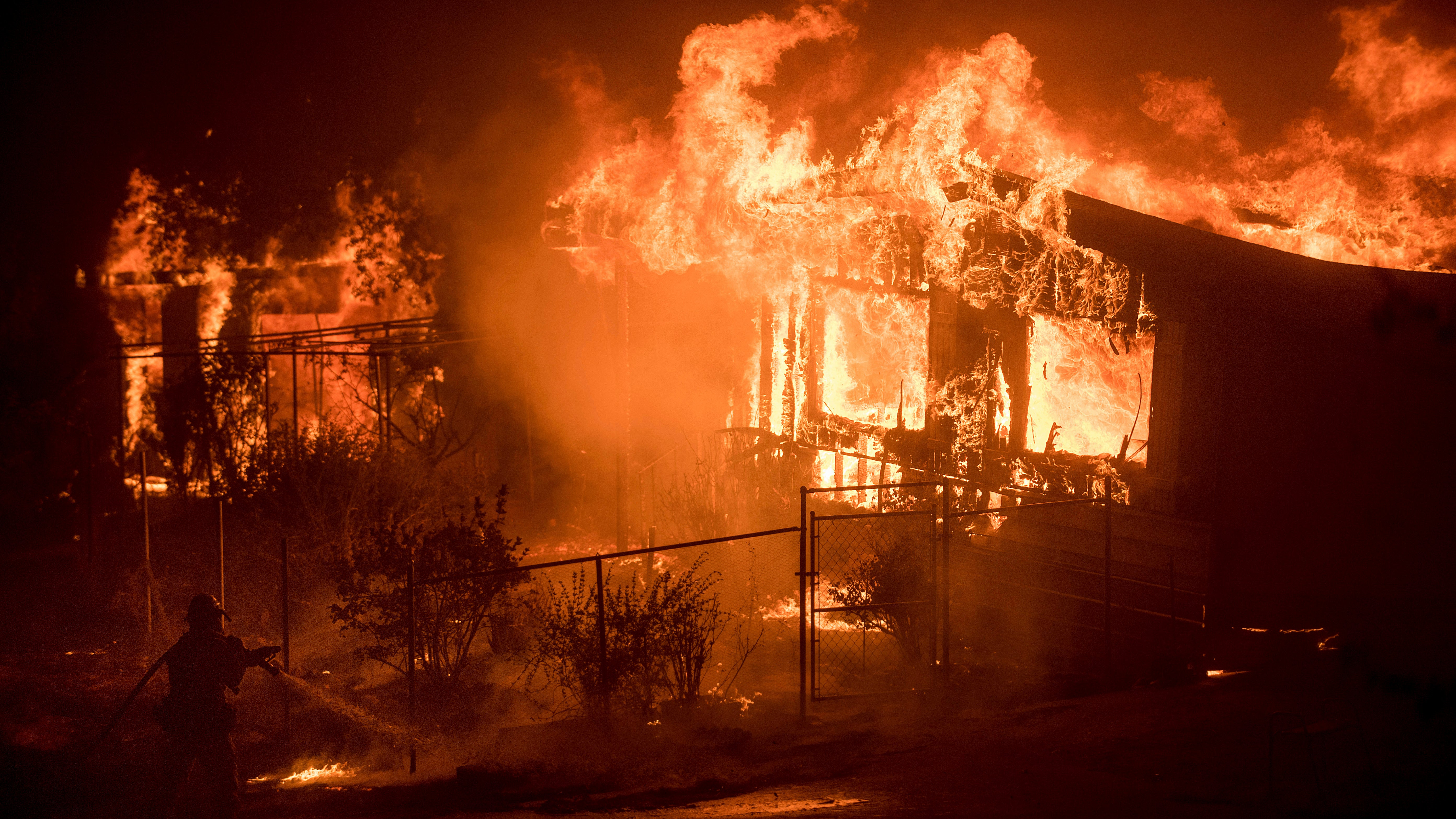 Hundreds Of Bushfires Are Barrelling Through The Western US And Canada
