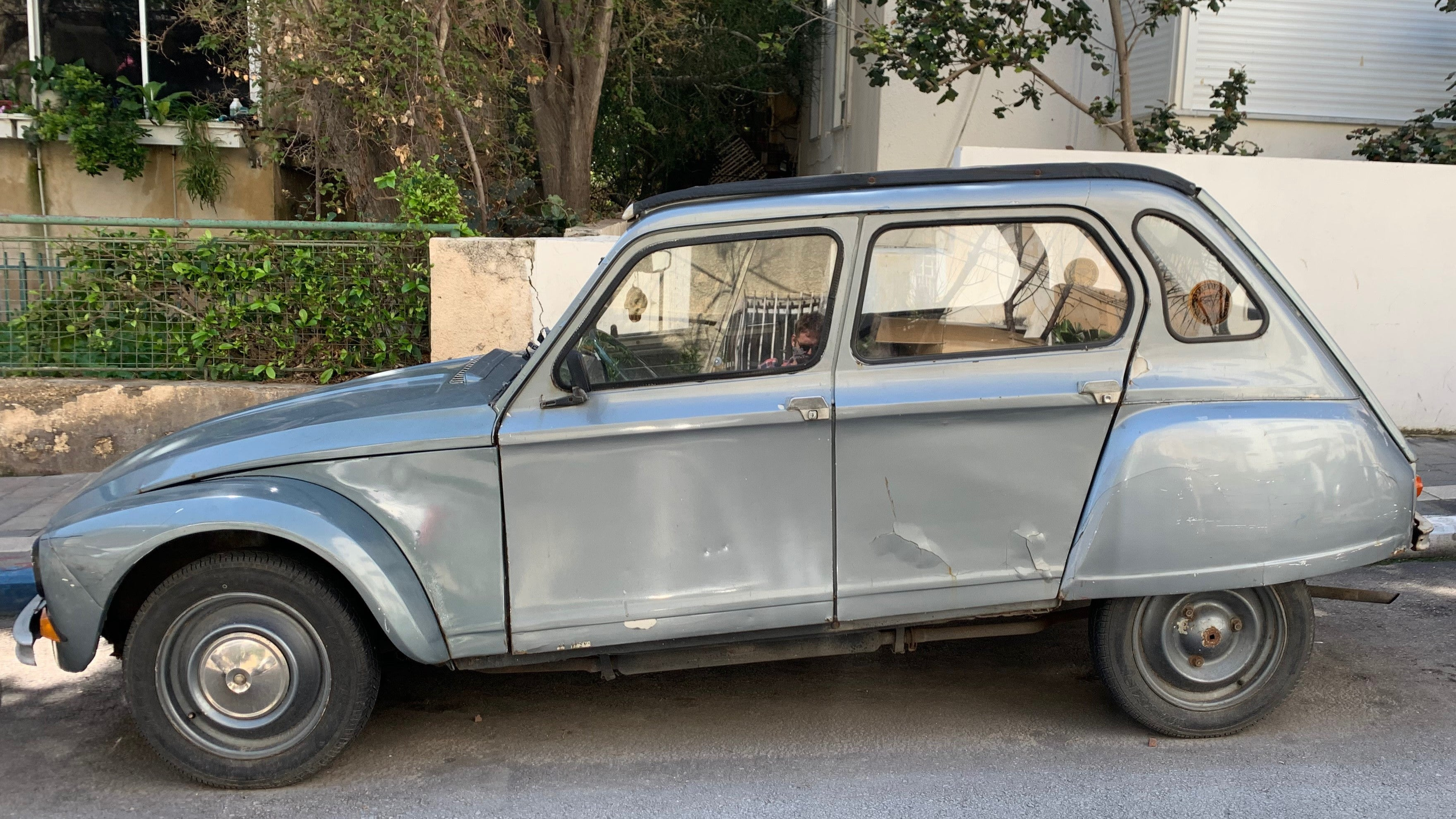 Two Tel Aviv Citroëns Sit Through Lockdown