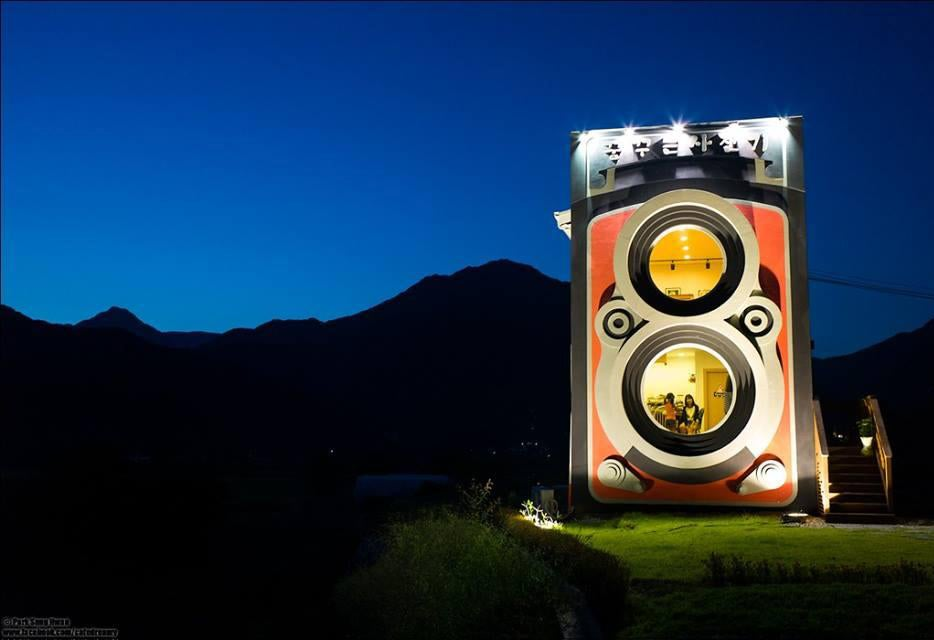 Awesome giant camera may look fake but it's actually a two-story café