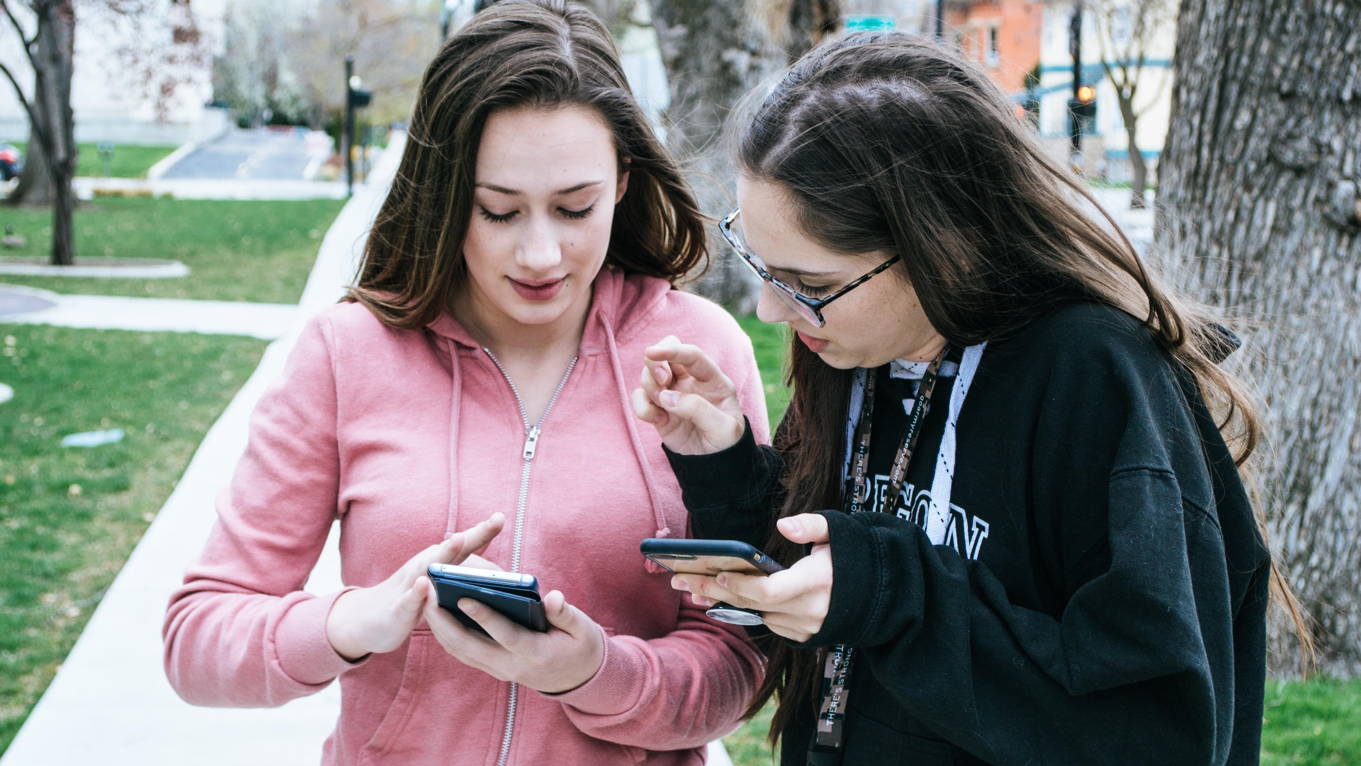Should You Make Your Kids Wait Until High School For A Mobile?