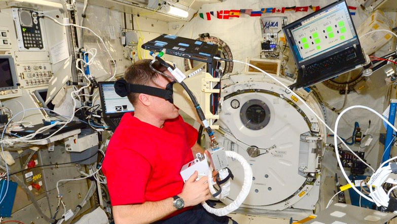 This Is How Astronauts Practice Jetpack Missions in Space