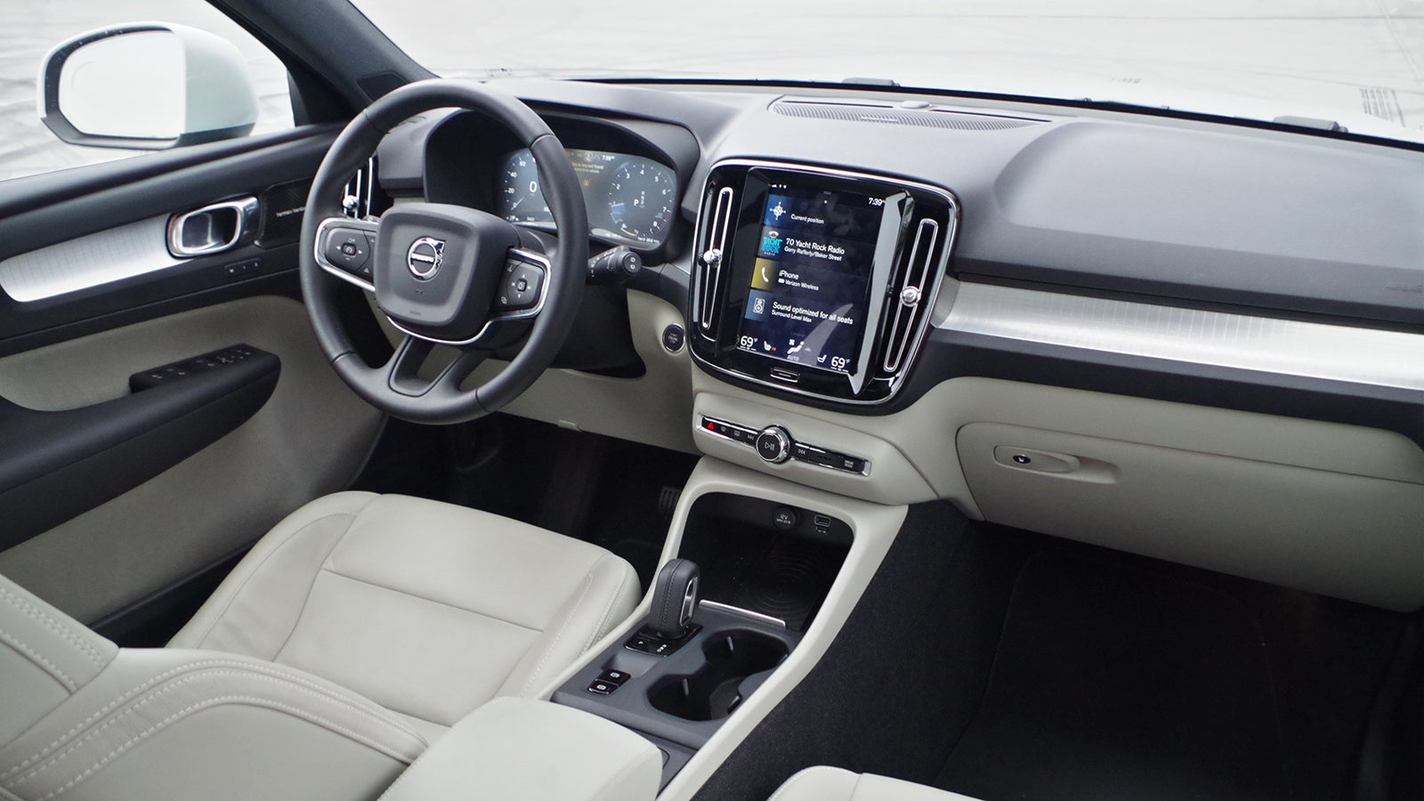 The 2018 Volvo XC40 Is Extremely Elegant And A Little Annoying