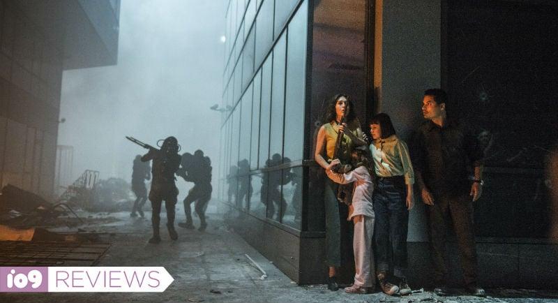 Michael Peña's Alien Invasion Movie Extinction Is Mostly Terrible