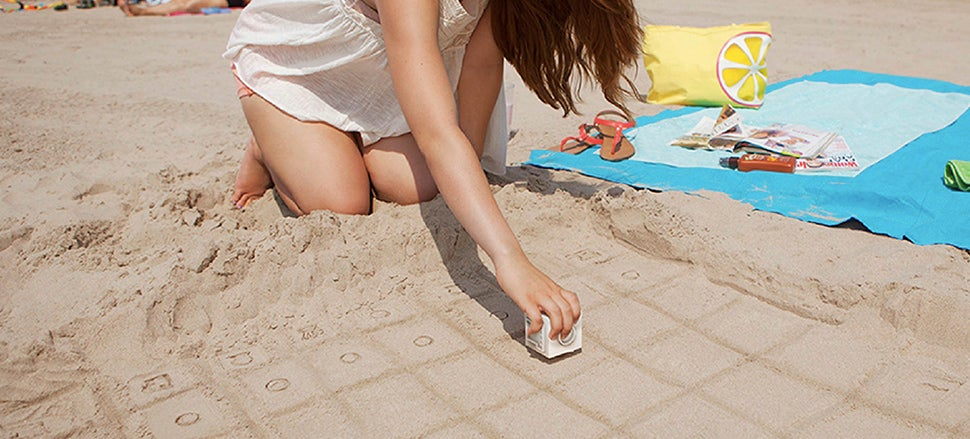 A Simple Stamp Turns a Beach Into a Temporary Chess Board
