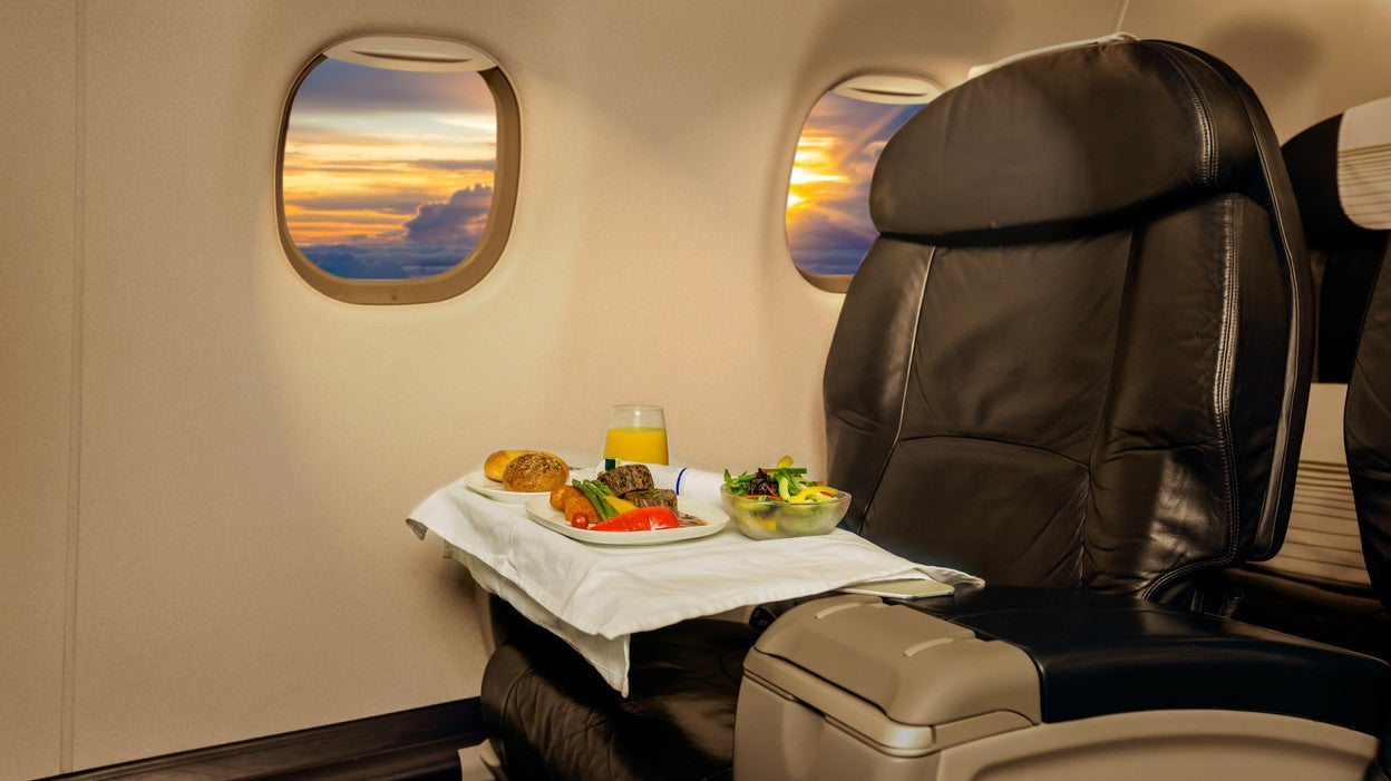"Singapore Airlines Launches ""Farm To Plane"" Meals With Veggies Grown Under 2km From The Runway"