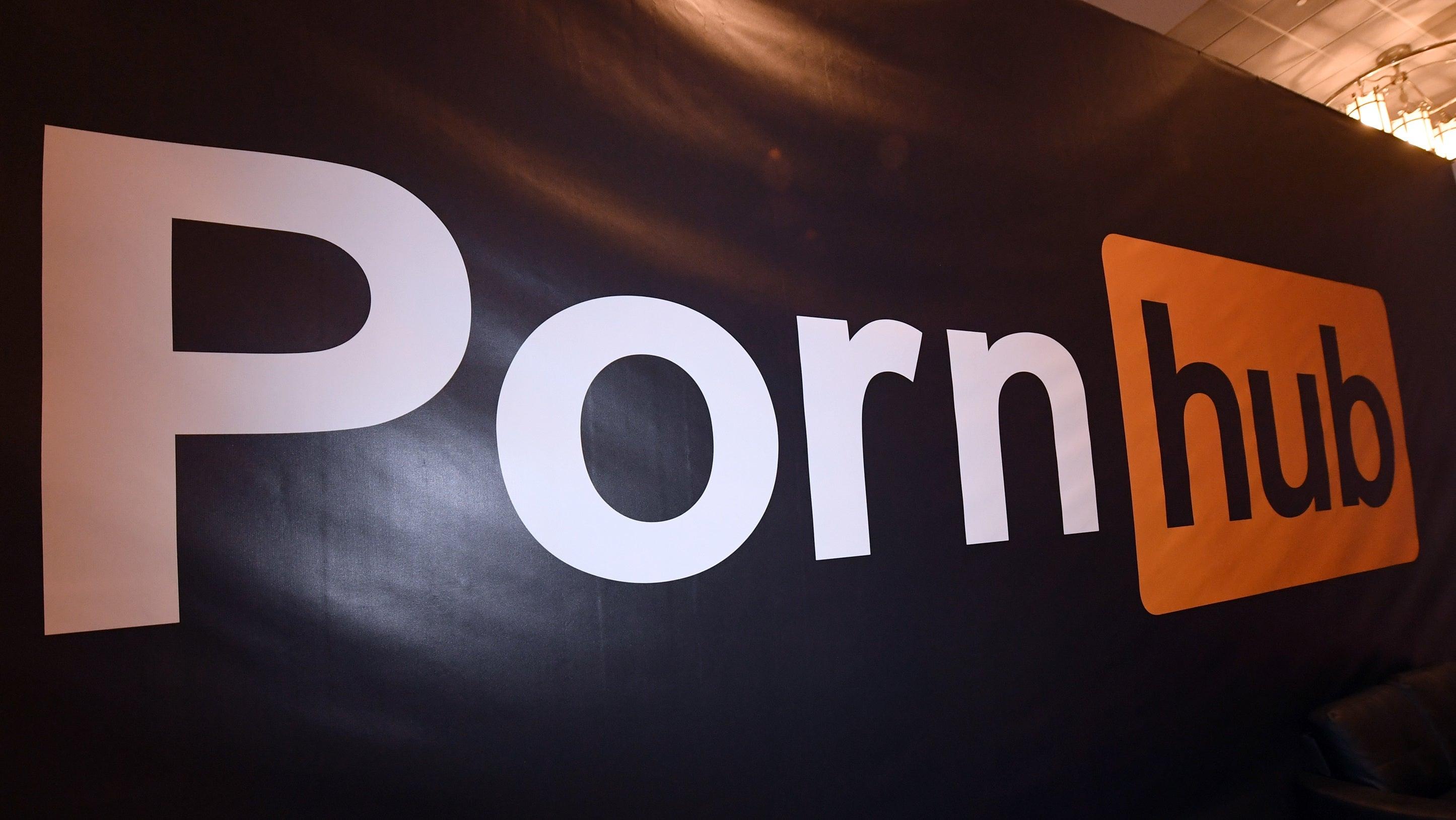New Jersey Man Sues Pornhub For Ad Using His Money-Flashing Selfie