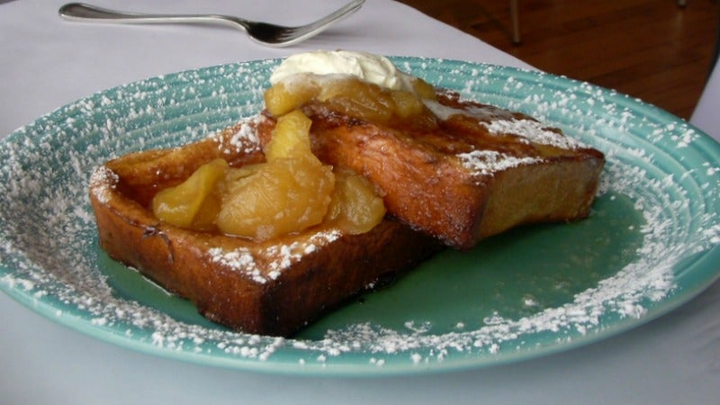 Make Your Mornings Extra Delicious With Apple Pie Toast