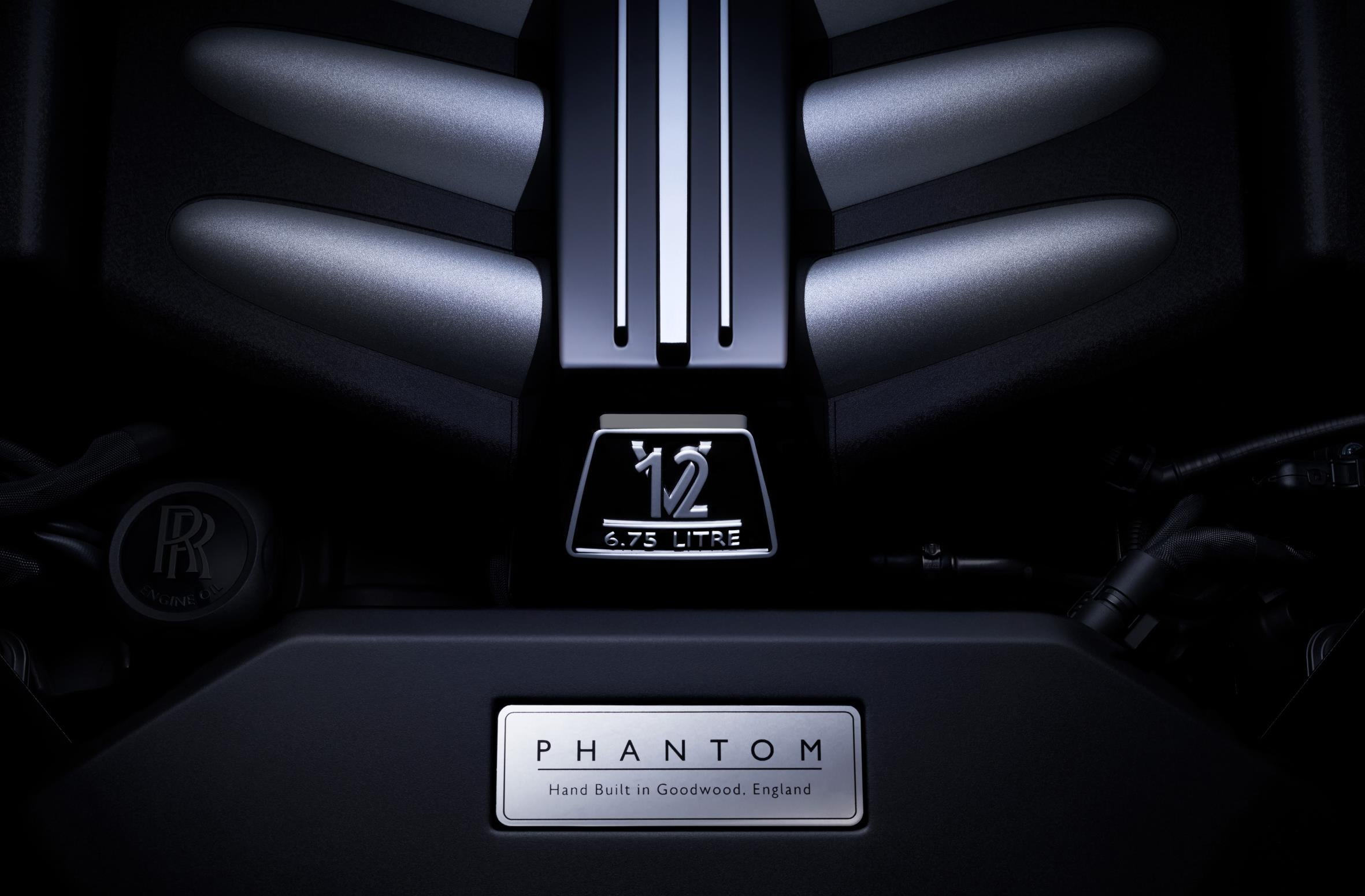 2018 rolls royce phantom viii is the most silent car in the that shifter is also tied into the car s gps to optimise shift points based on where you re going the idea is to optimise engine speed for corners and