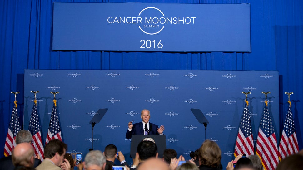 Obama's 'Moonshot' Panel Lists 10 Ways To Accelerate Cancer Research