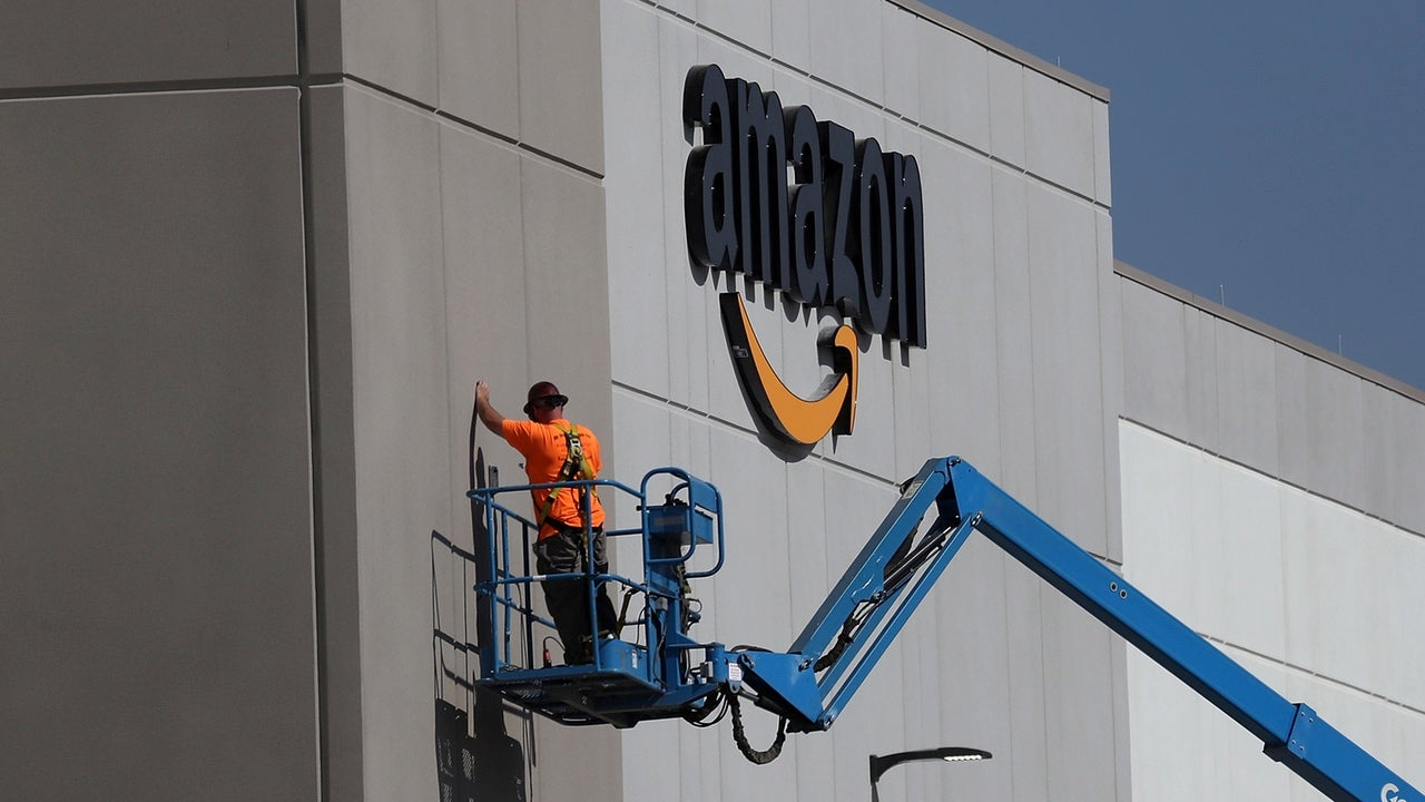 Amazon Raises Minimum Wage To $US15 After Criticism About Workers On Food Stamps