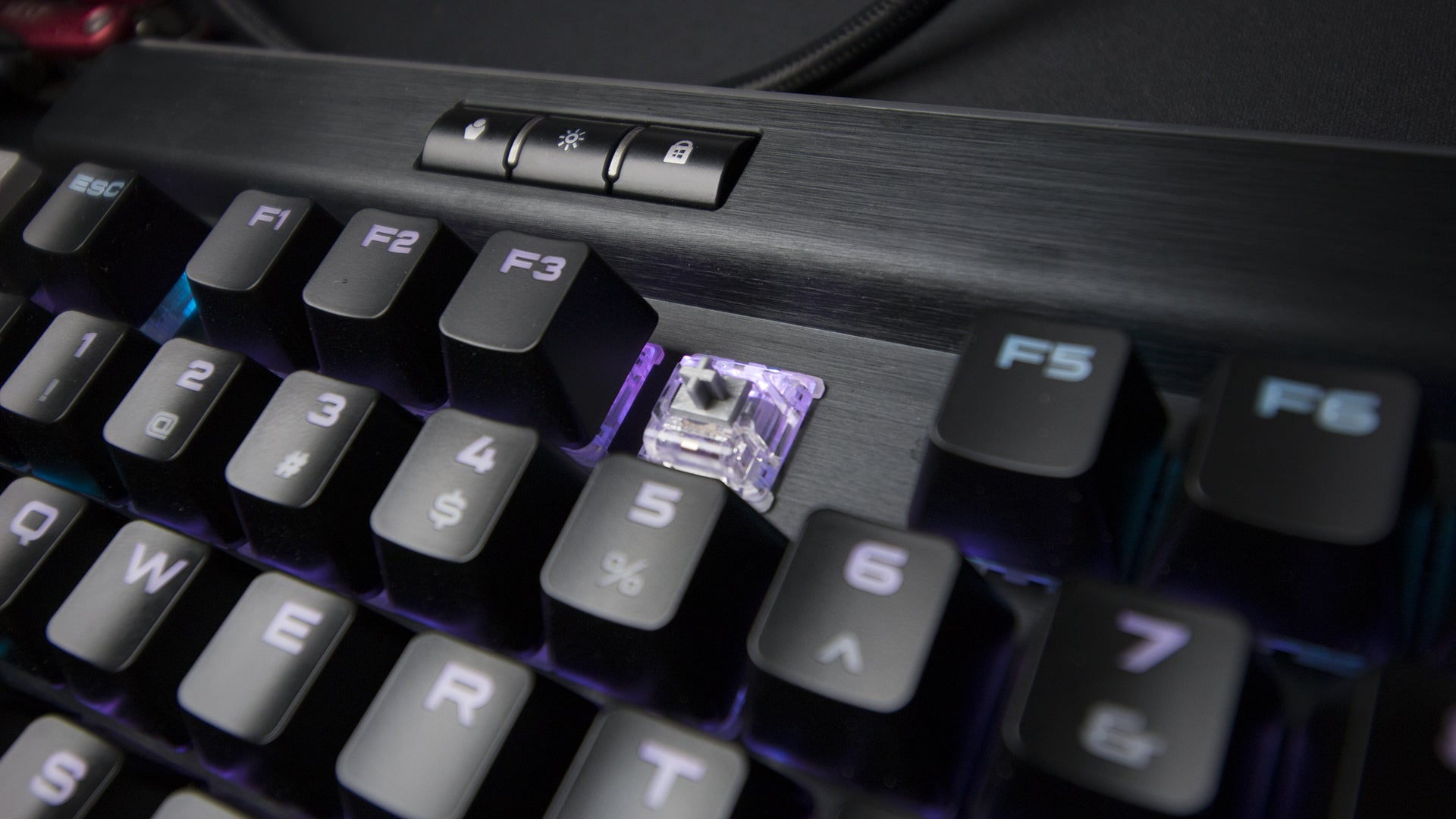 Corsair Gaming K95 Rgb Platinum Review A Very Keyboard Mechanical Cherry Mx Speed The Comes In Two Colours Black And Gunmetal It Also Features Choice Of Switch Types Tactile Brown Or Silver