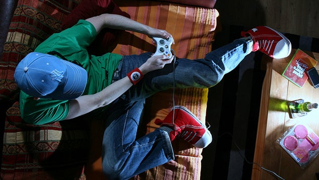 The Healthiest Foods for One-Handed Snacking While Gaming