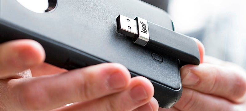 This Curvy Flash Drive Hides Behind Your iPhone So It's Less Intrusive