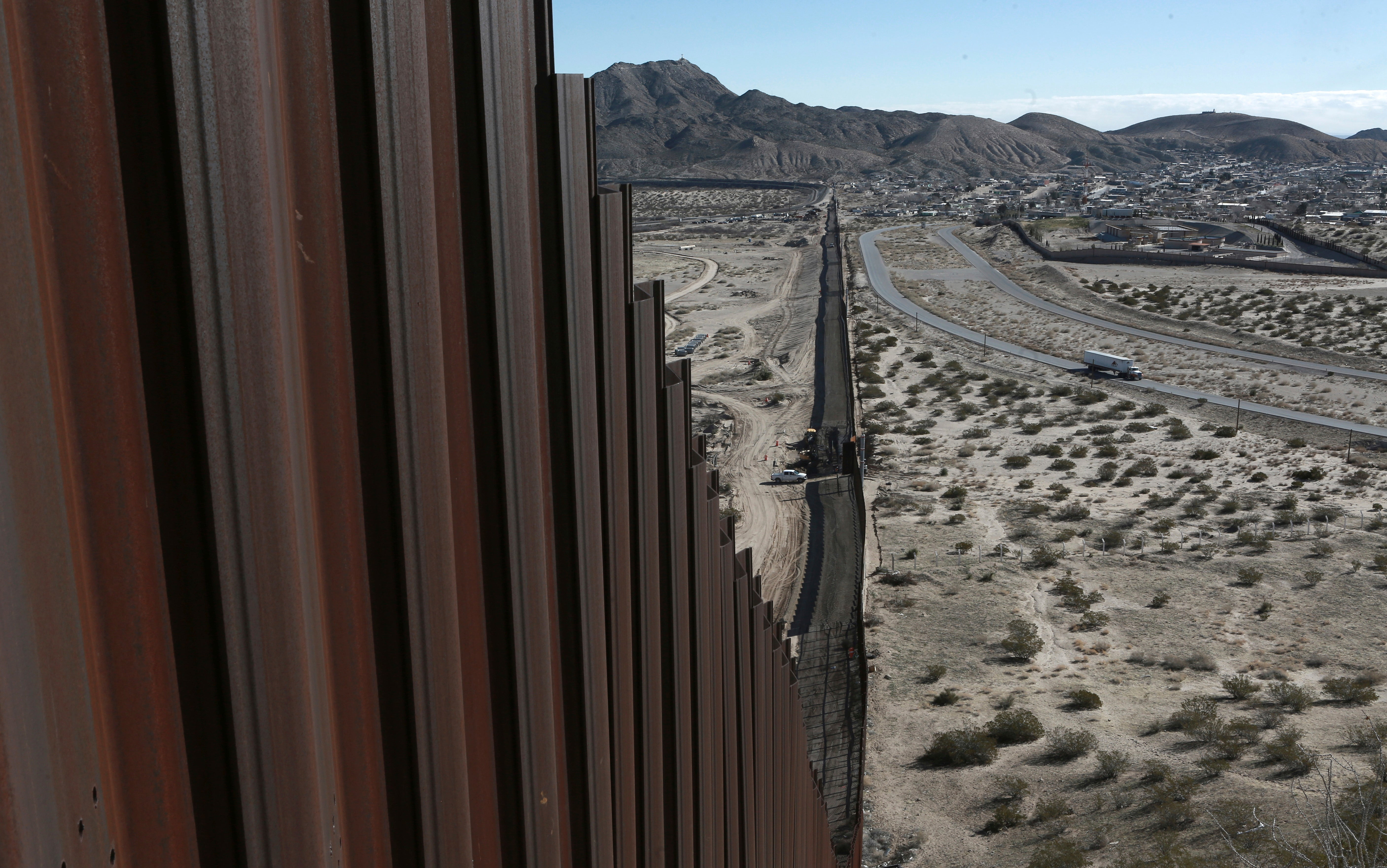 US Feds Find Weed-Slinging Catapult Hanging From Mexican Border Wall