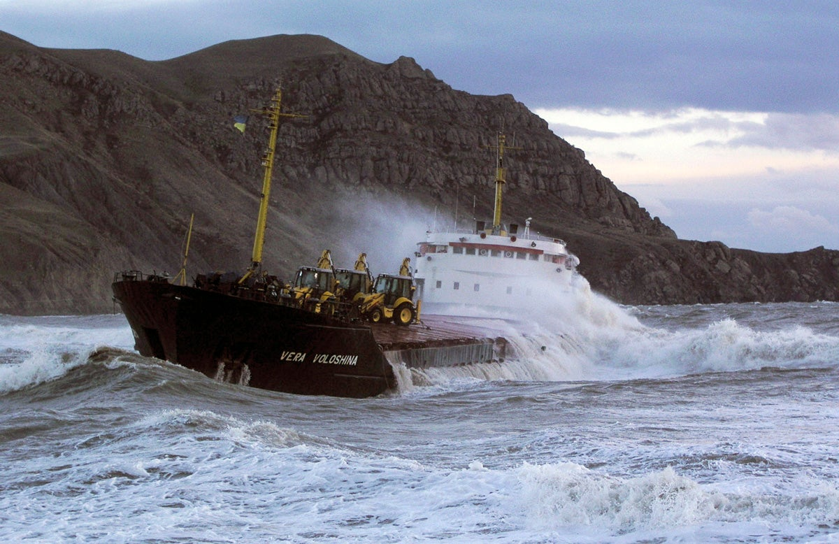 18 terrifying photos of ships in trouble