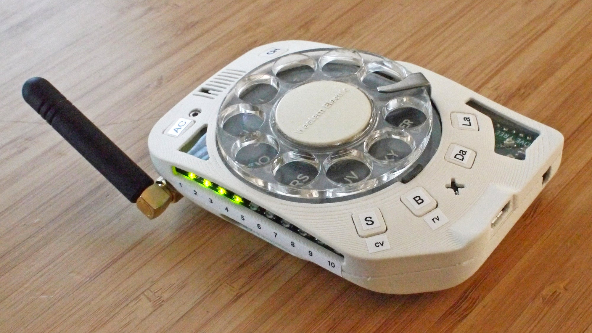 Someone Built A Distraction-Free Mobile Phone With A Working Old-School Rotary Dial