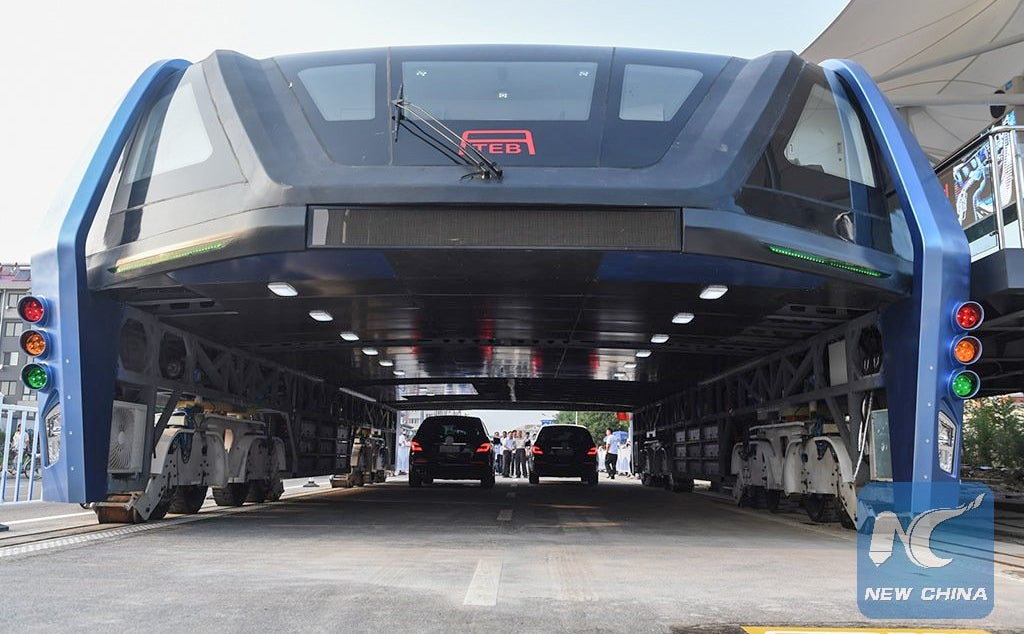 China Actually Built That Crazy Traffic-Straddling Bus