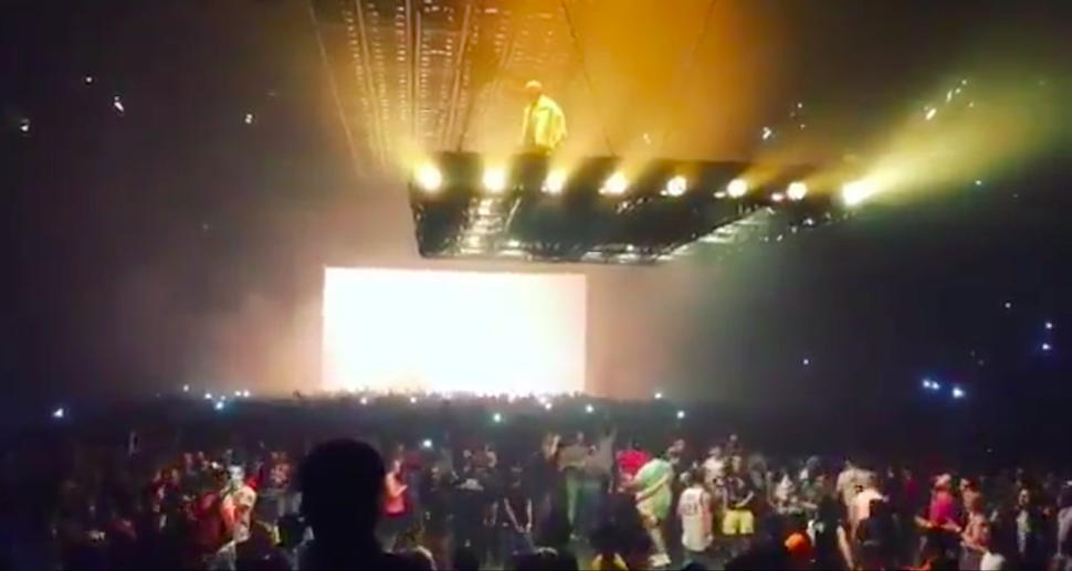 How The Hell Does Kanye's Flying Stage Work?