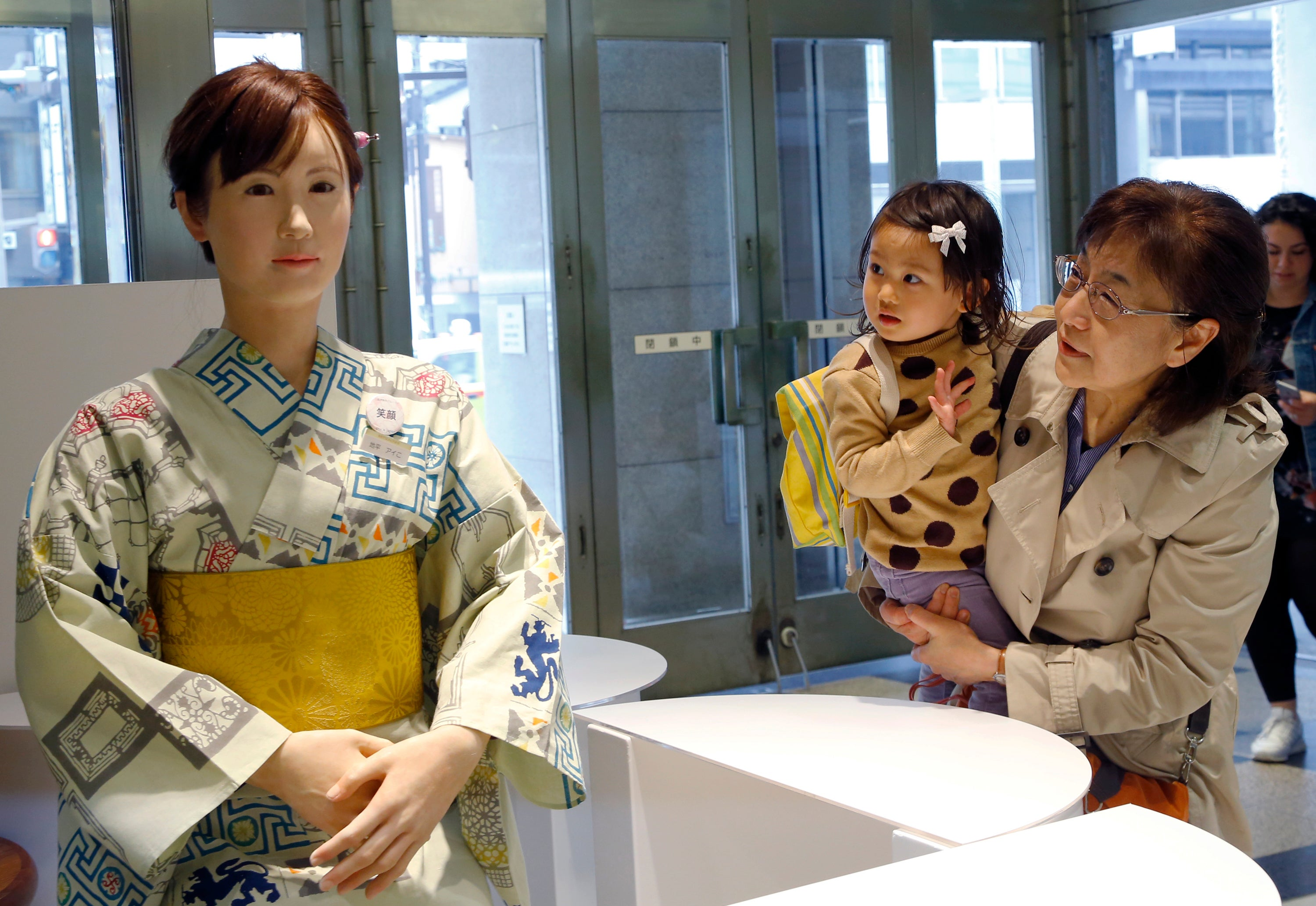 Meet The Humanoid Robot Greeting Retail Customers In Japan Gizmodo