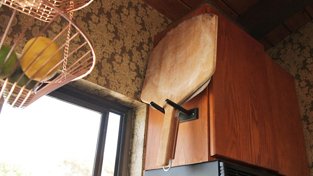 Store Pizza Peels Up High with a Guitar Mount
