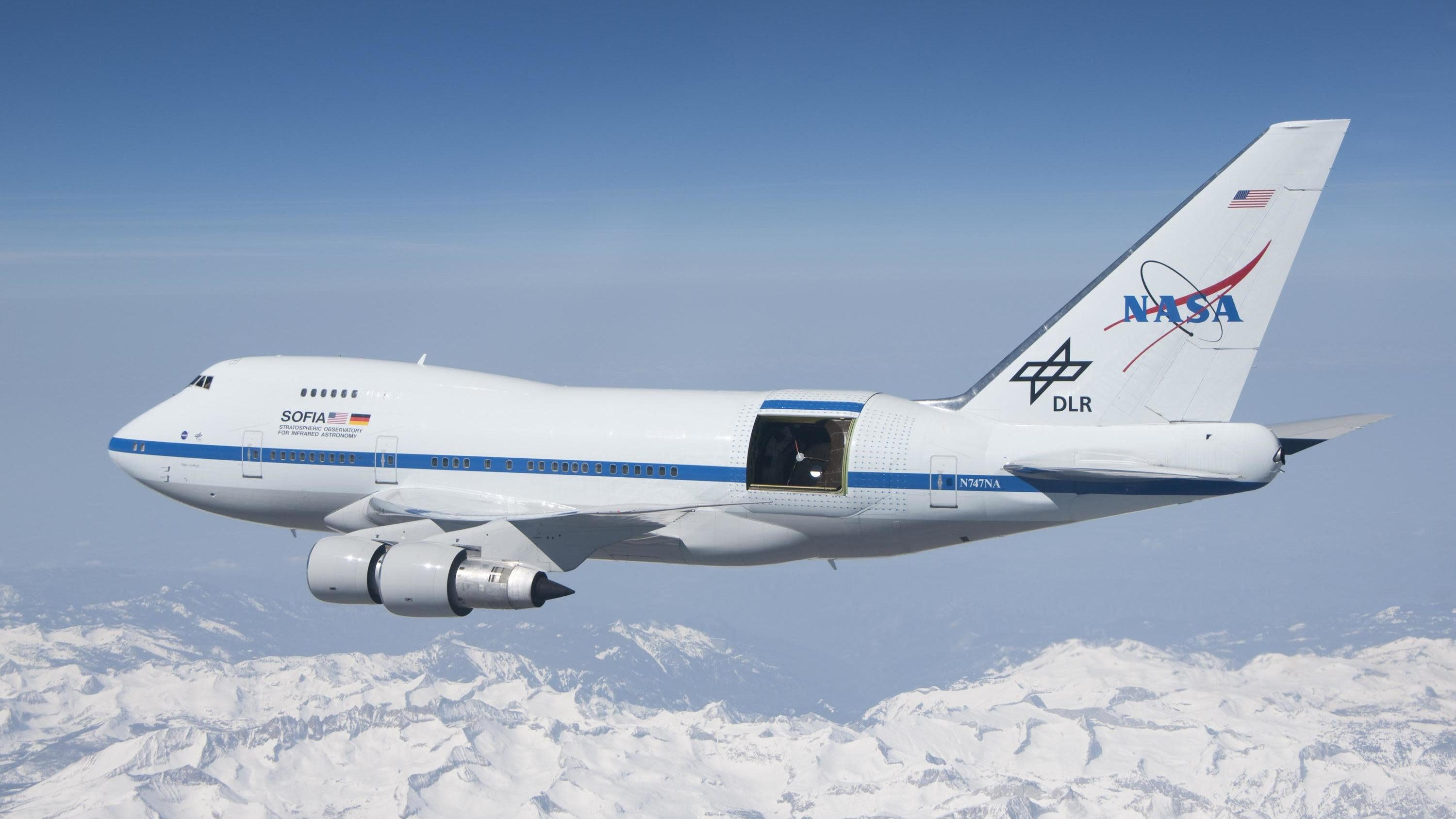 A Modified 747 Helped Spot Evidence Of The Universe's First Atomic Bond