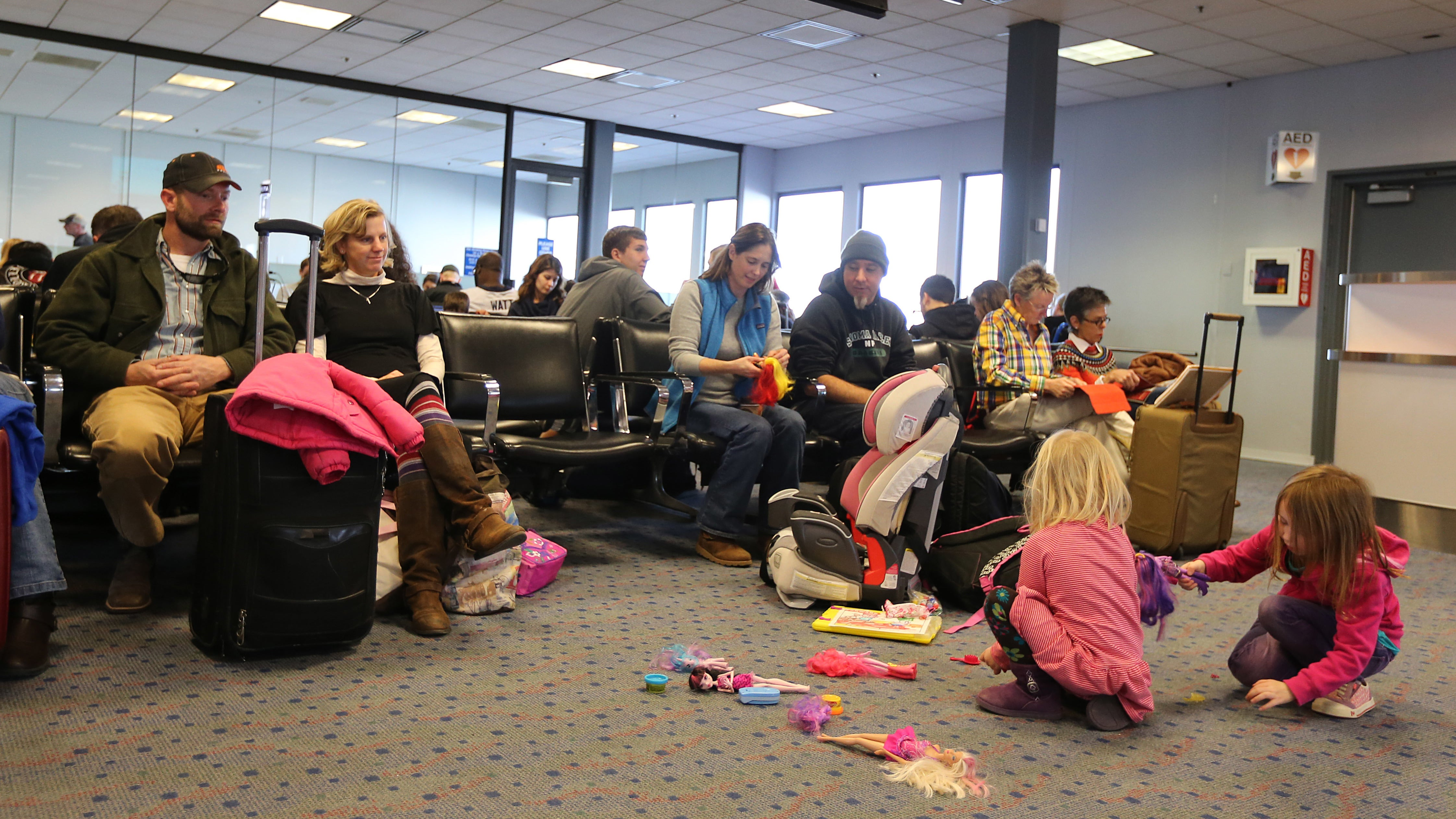 9 Ways To Keep Kids Entertained During A Long Airport Delay (Without Electronics)