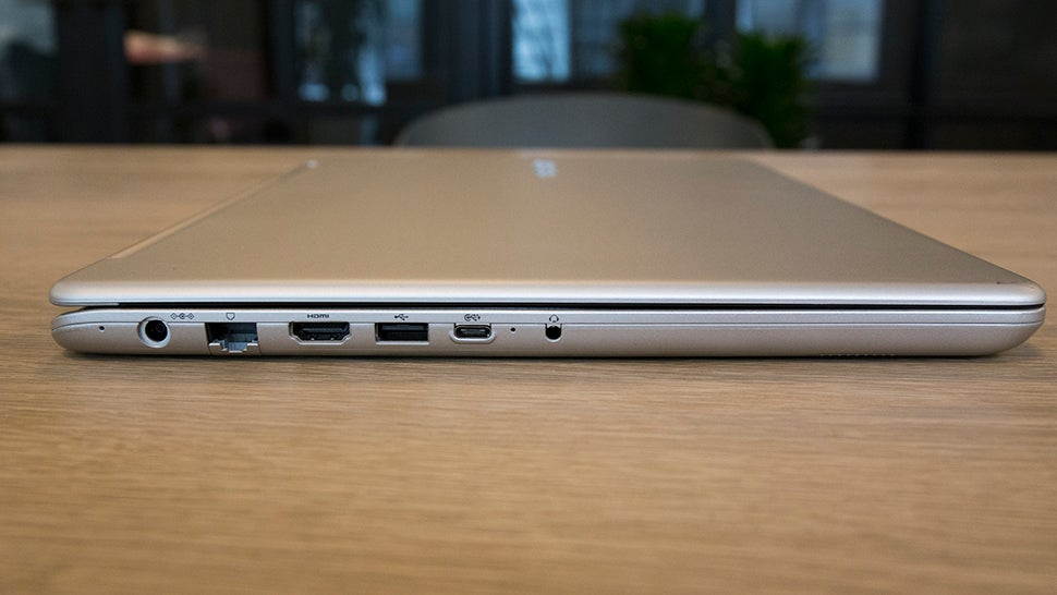 Samsung Finally Gave Us the Laptop Apple Should Have