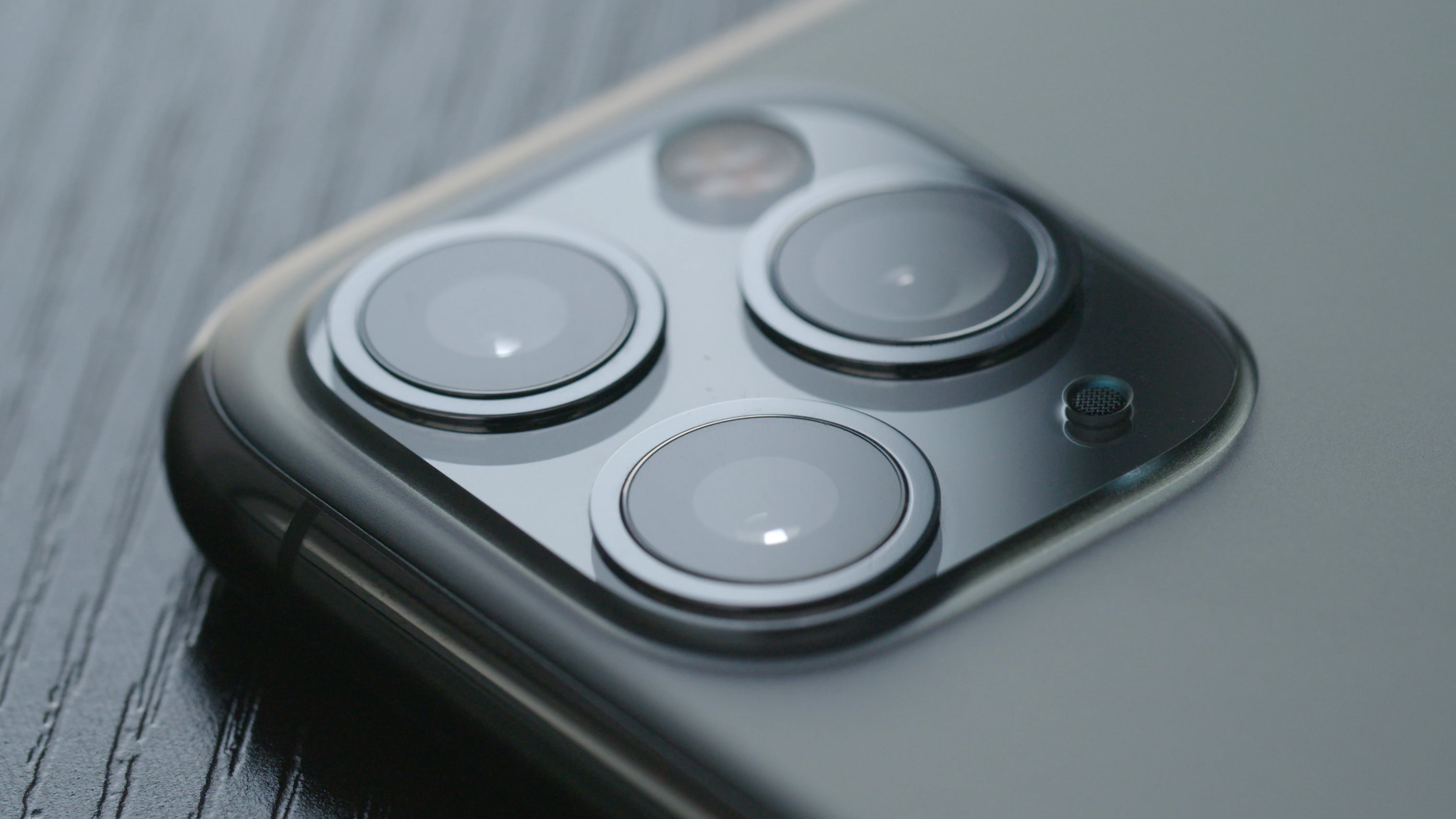 Researchers Created Lenses A Thousand Times Thinner To Hopefully Eliminate Ugly Smartphone Camera Bumps
