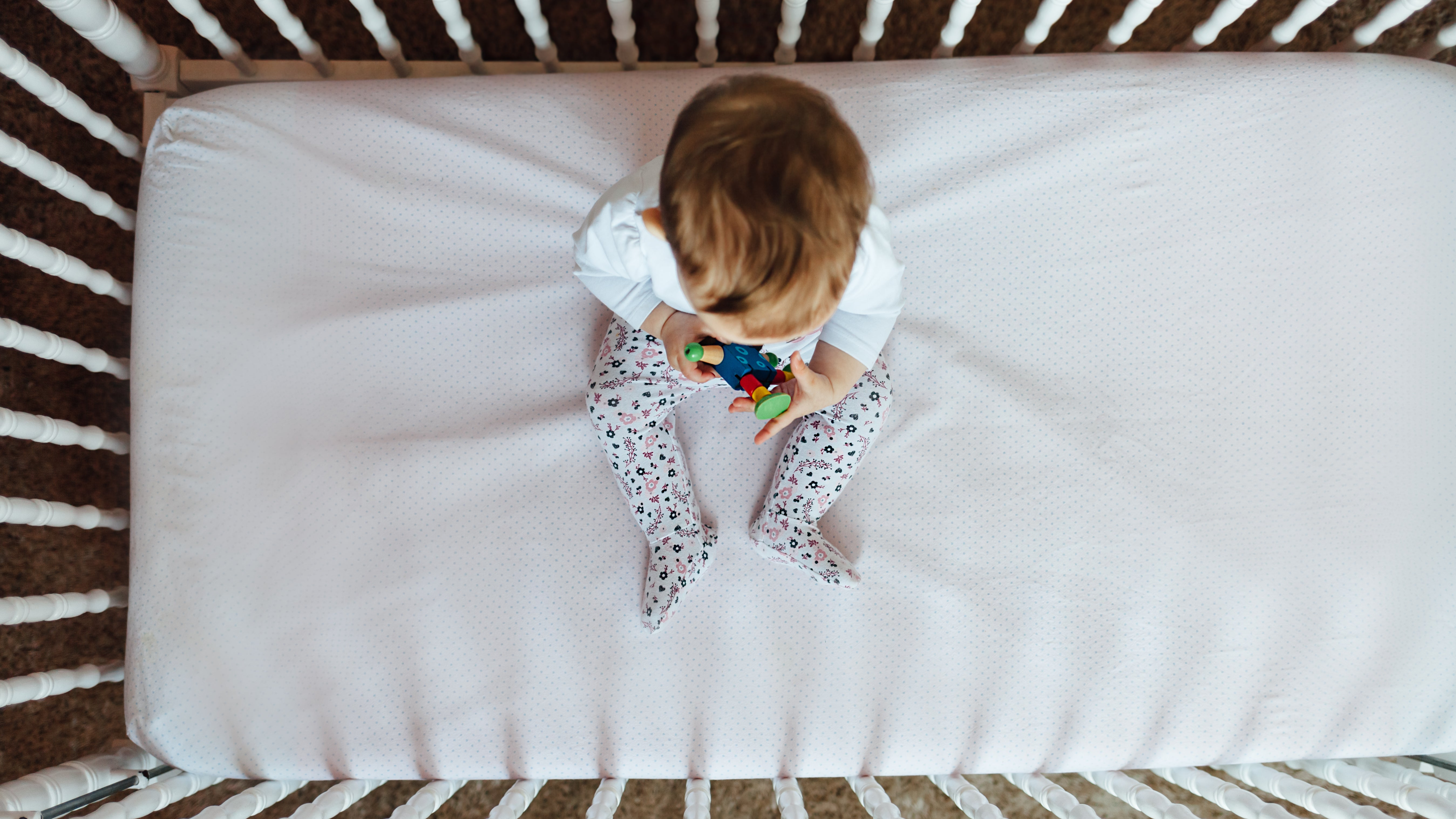 How To Quickly Change Crib Sheets When There's A Nighttime Nappy Leak
