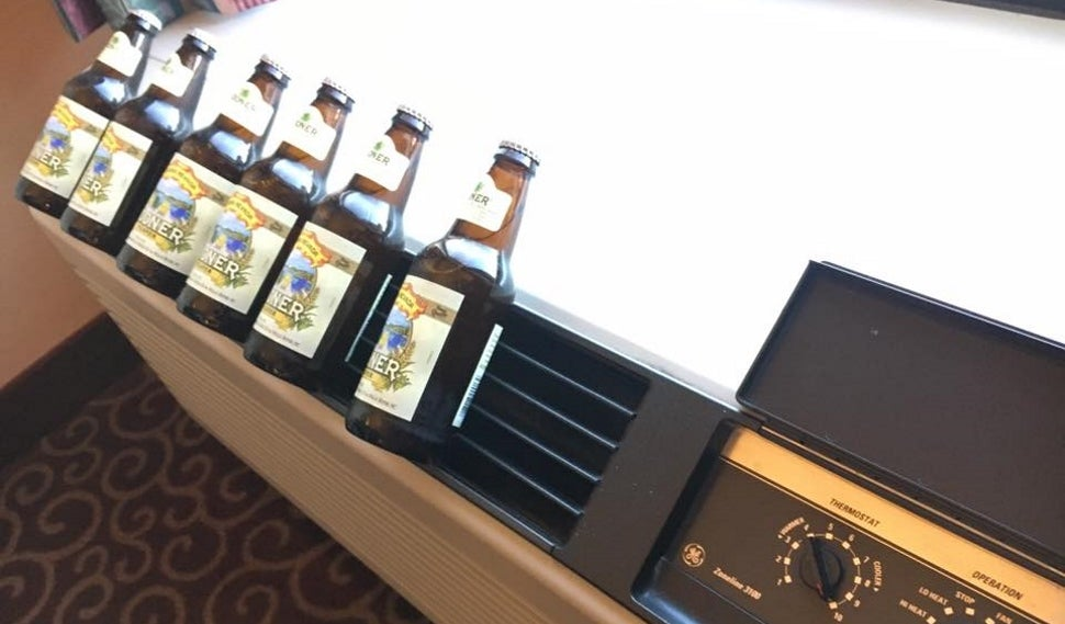 A Quick Way to Chill Beer In a Hotel Room with No Fridge