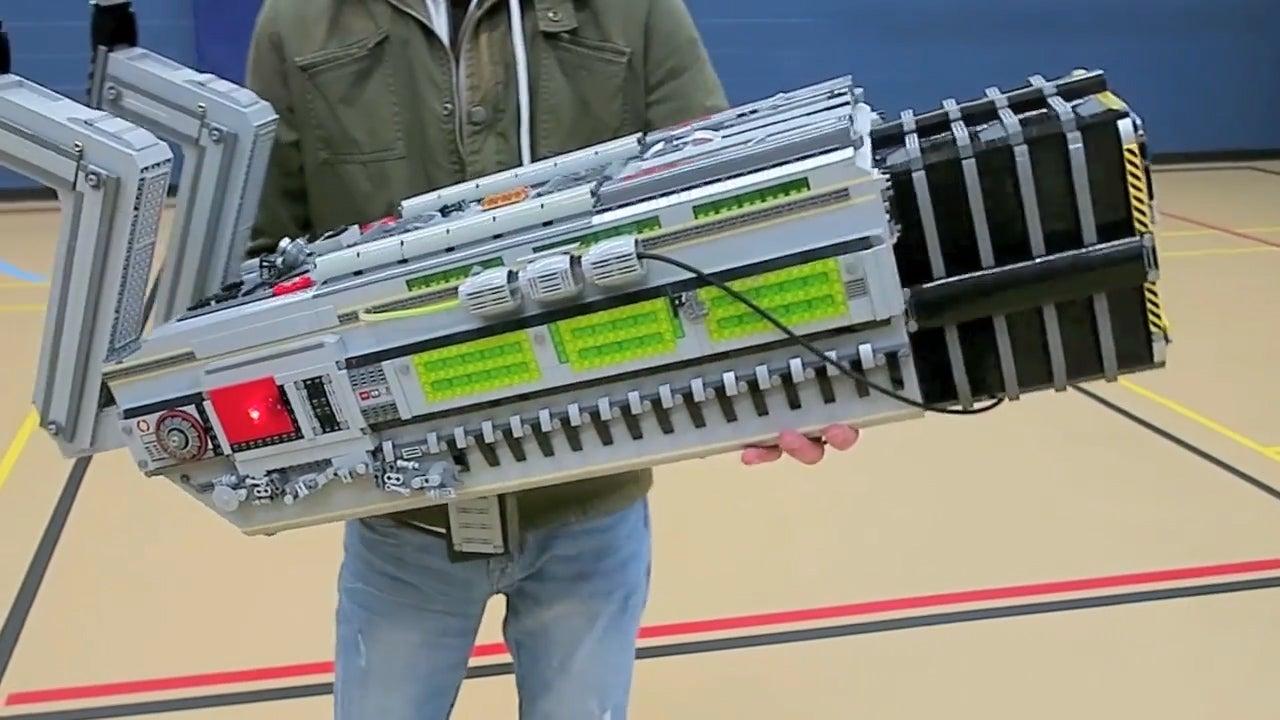 It Took 9kg Of LEGO To Make Doom's BFG 9000