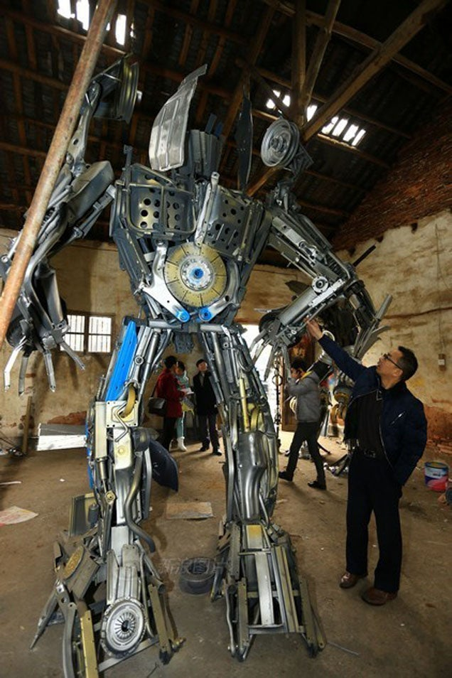 Father And Son Build Giant Transformers Out Of Used Car Parts