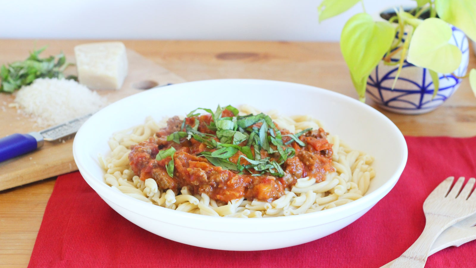 You Can Make This Pasta Sauce With Even The Blandest Tomatoes