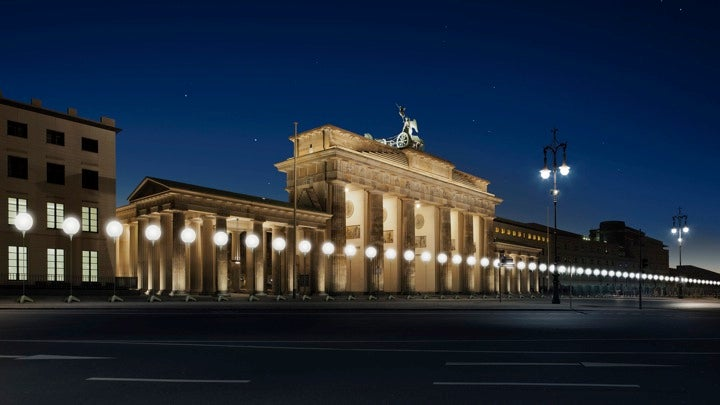 These Glowing Balloons Recreate A More Peaceful Berlin Wall