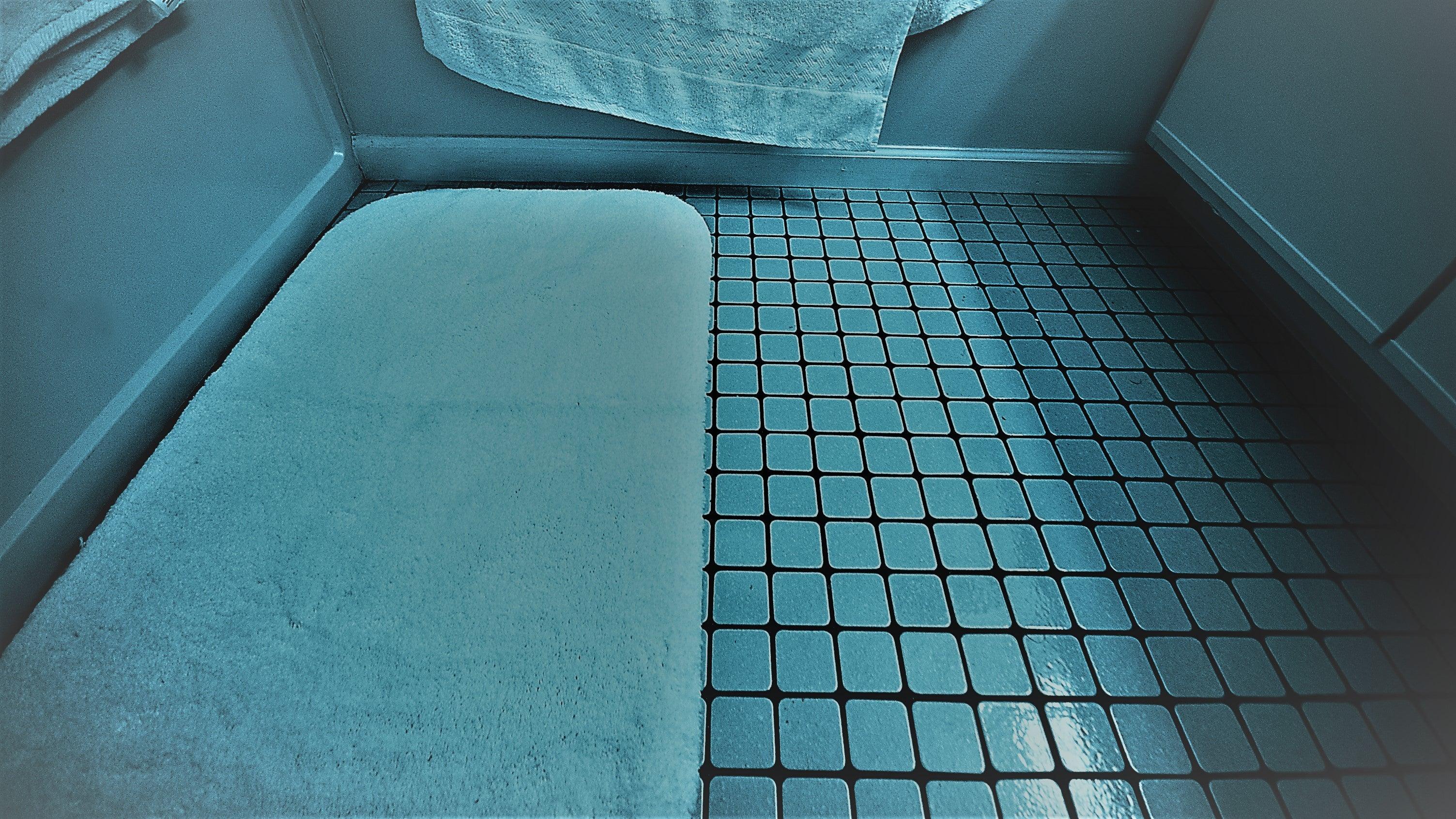 What Is Proper Bath Mat Etiquette?