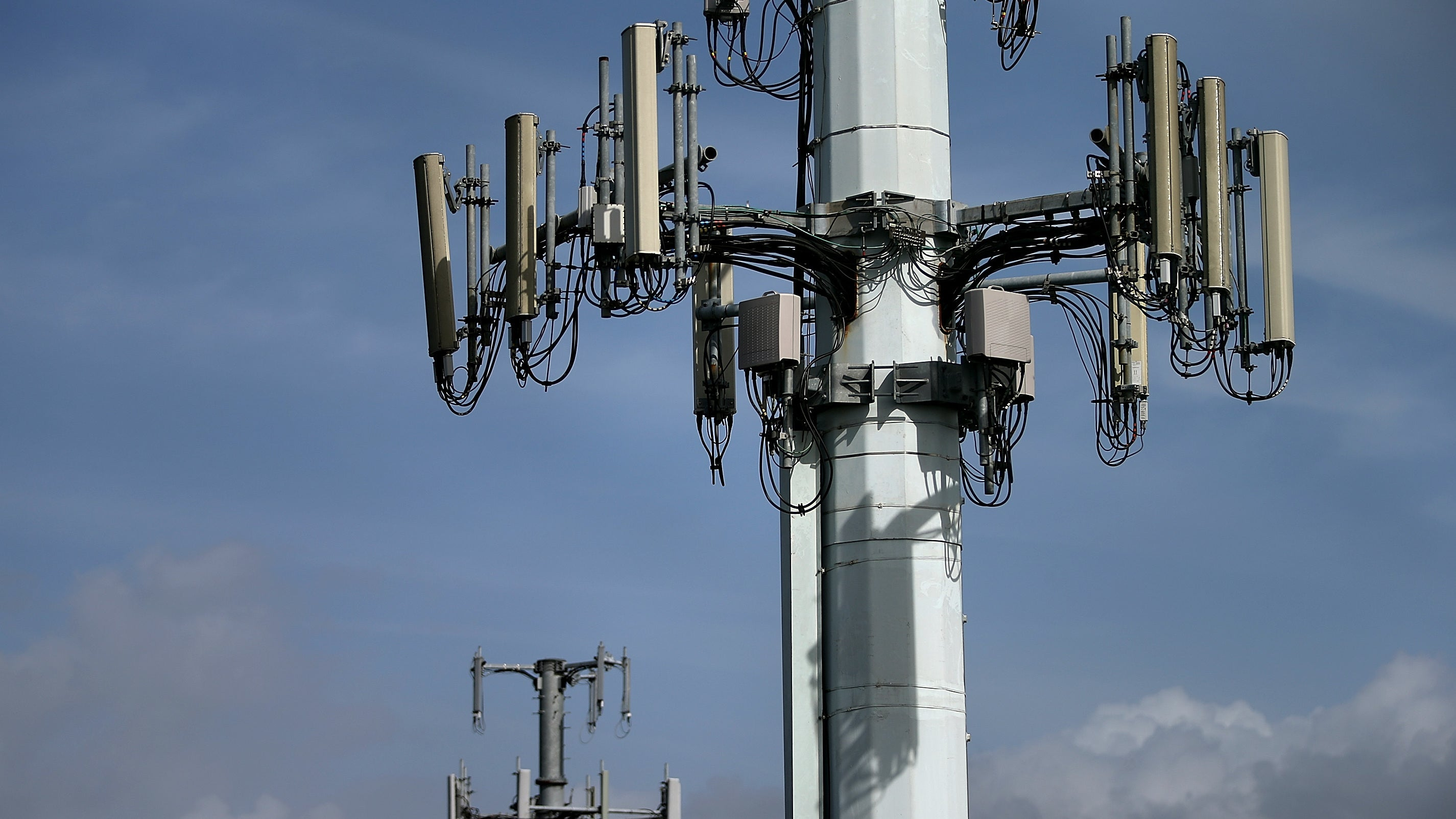 36 Undiscovered Flaws In 4G LTE Revealed By A New Security Tool