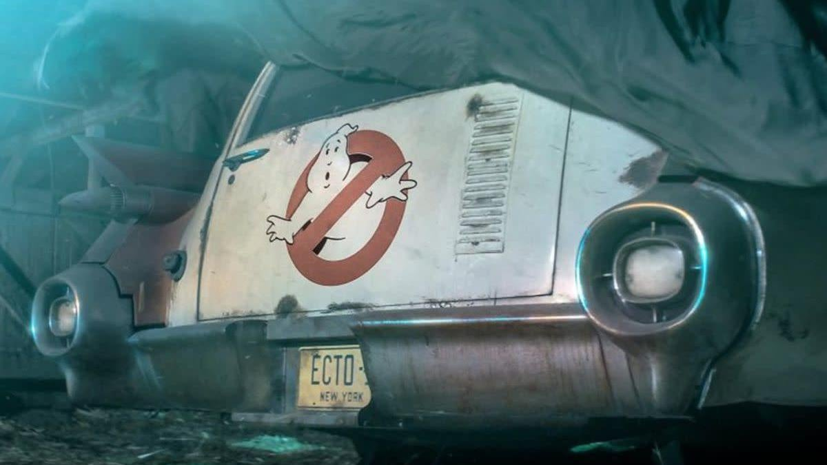 The New Ghostbusters Family Looks Adorable, Ready To Hunt Some Ghosts