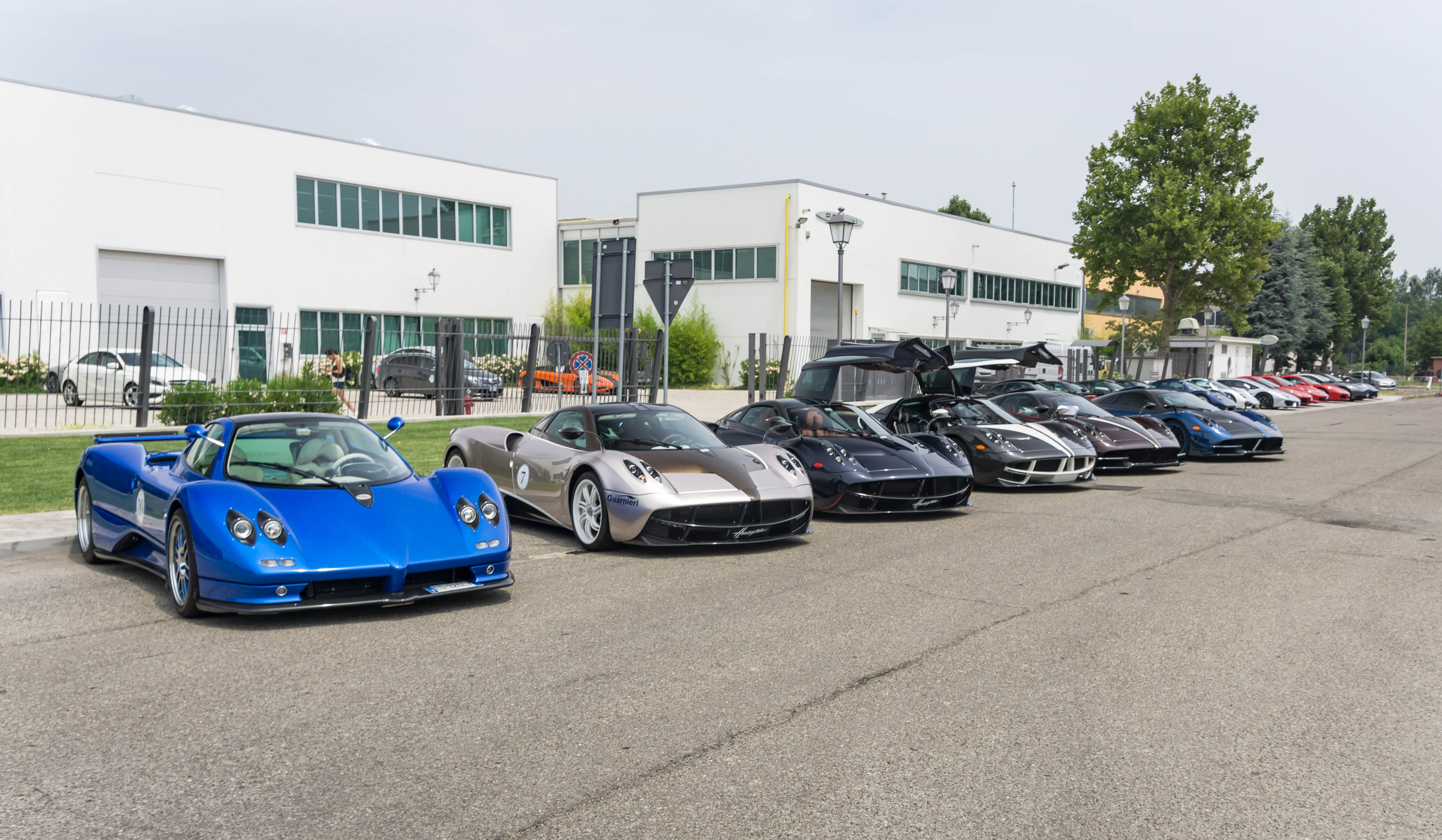A Pagani Rally In Italy Puts All Other Car Meets To Shame | Gizmodo ...