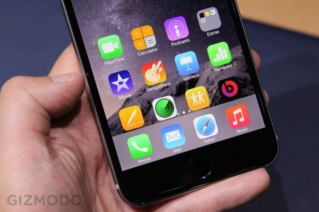 IPhone 6 Plus Hands-On: It's So Big