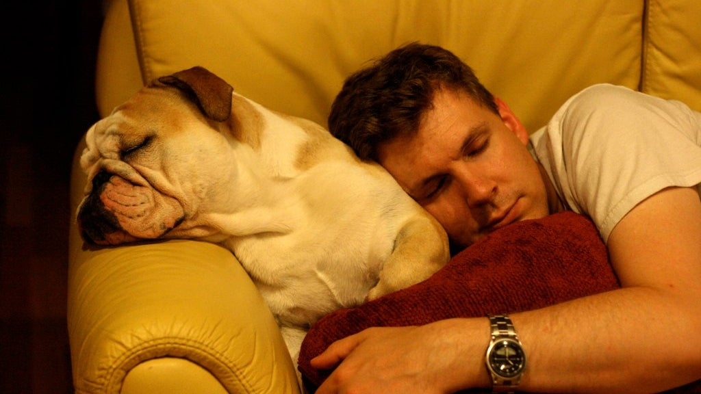 Avoid Anxiety-Inducing Topics Of Conversation Right Before You Go To Bed