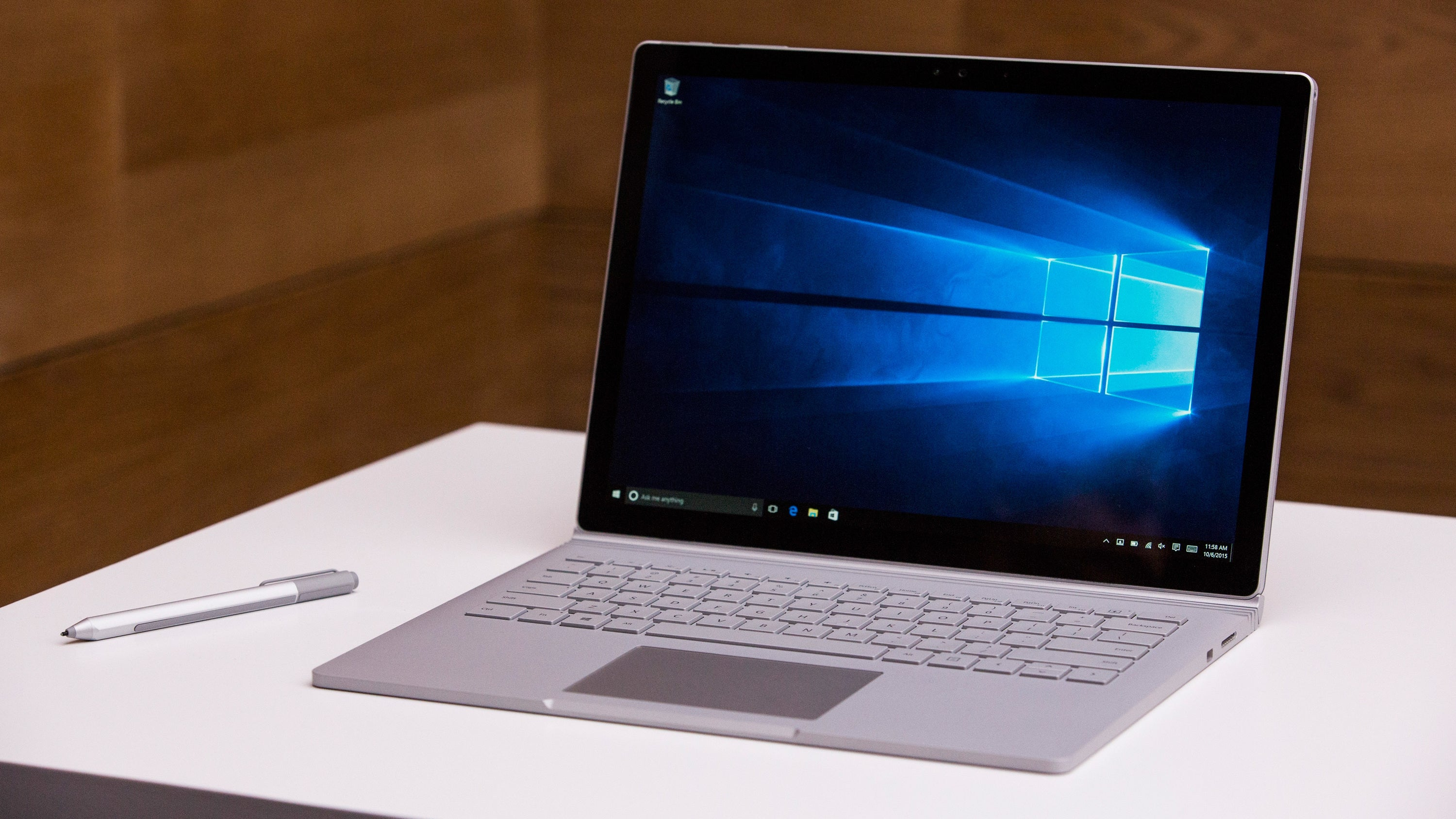 Microsoft Finally Agrees To Replace Surface Pro 4s With Horrible Screen Flickering That Can't Be Patched