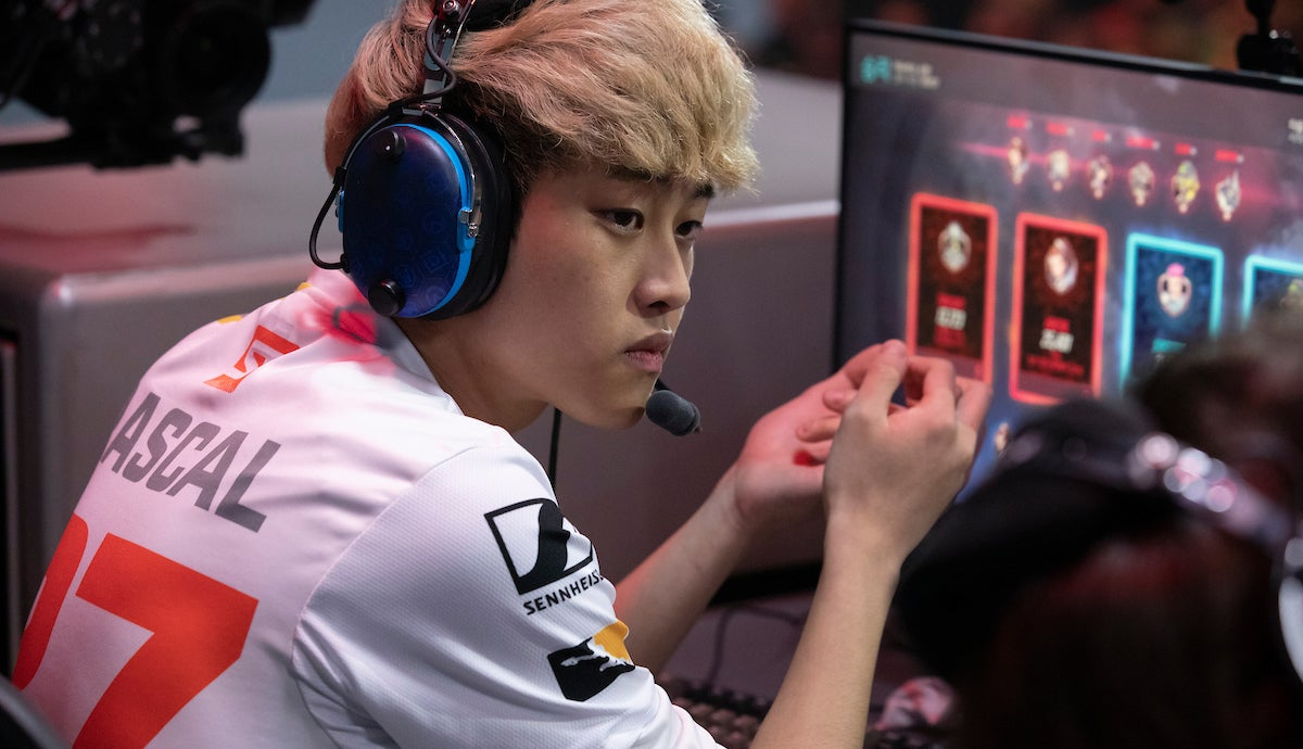 Overwatch League Players Fined $1,000 Each For Typing 'Sex,' 'Big Dick' Into Chat