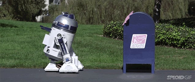 Short film: R2-D2 adorably falls in love with a blue mailbox