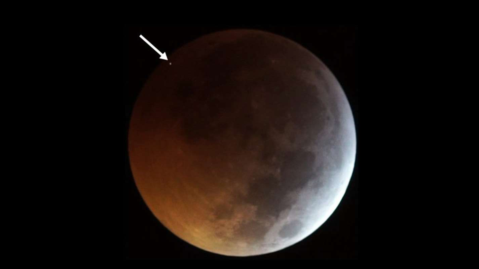 Holy Crap, The Moon Was Struck By A Meteorite During The 'Super Wolf Blood Moon' Eclipse
