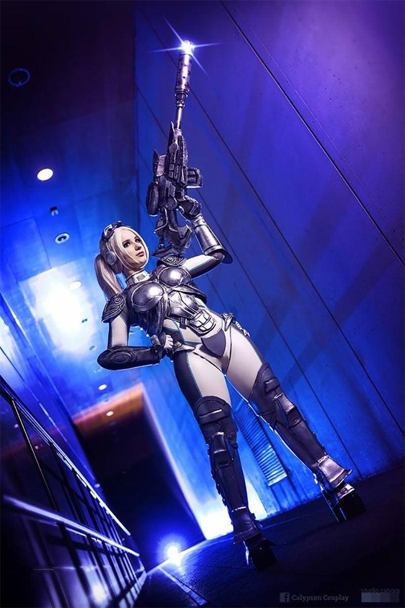 StarCraft Nova Cosplay Shoots The Lights Out
