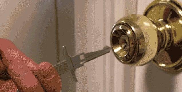 Slay Locked Doors With a Keychain Full of Tiny Swords
