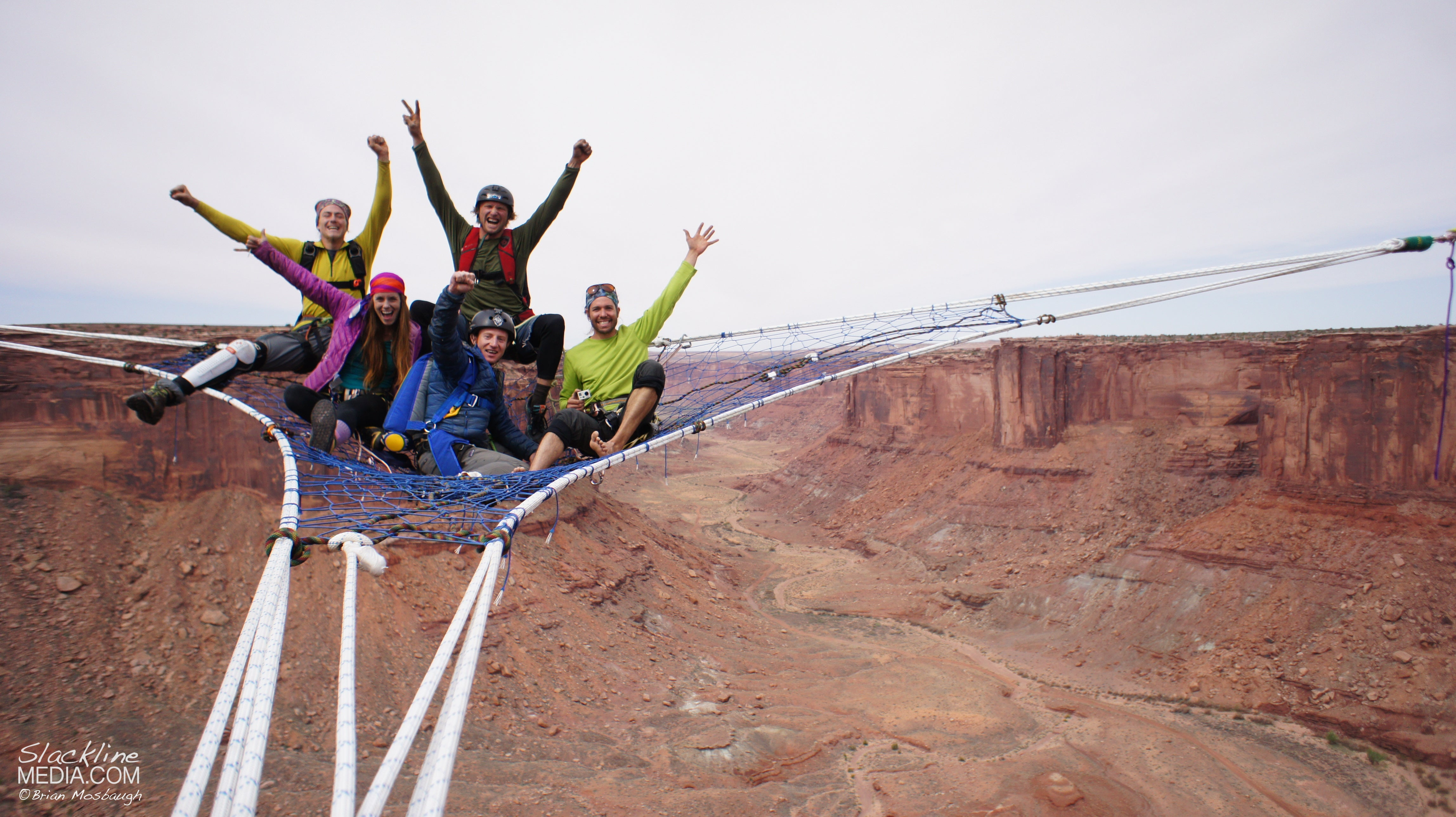 Guys hang huge hammock in the middle of 400-foot-high canyon void