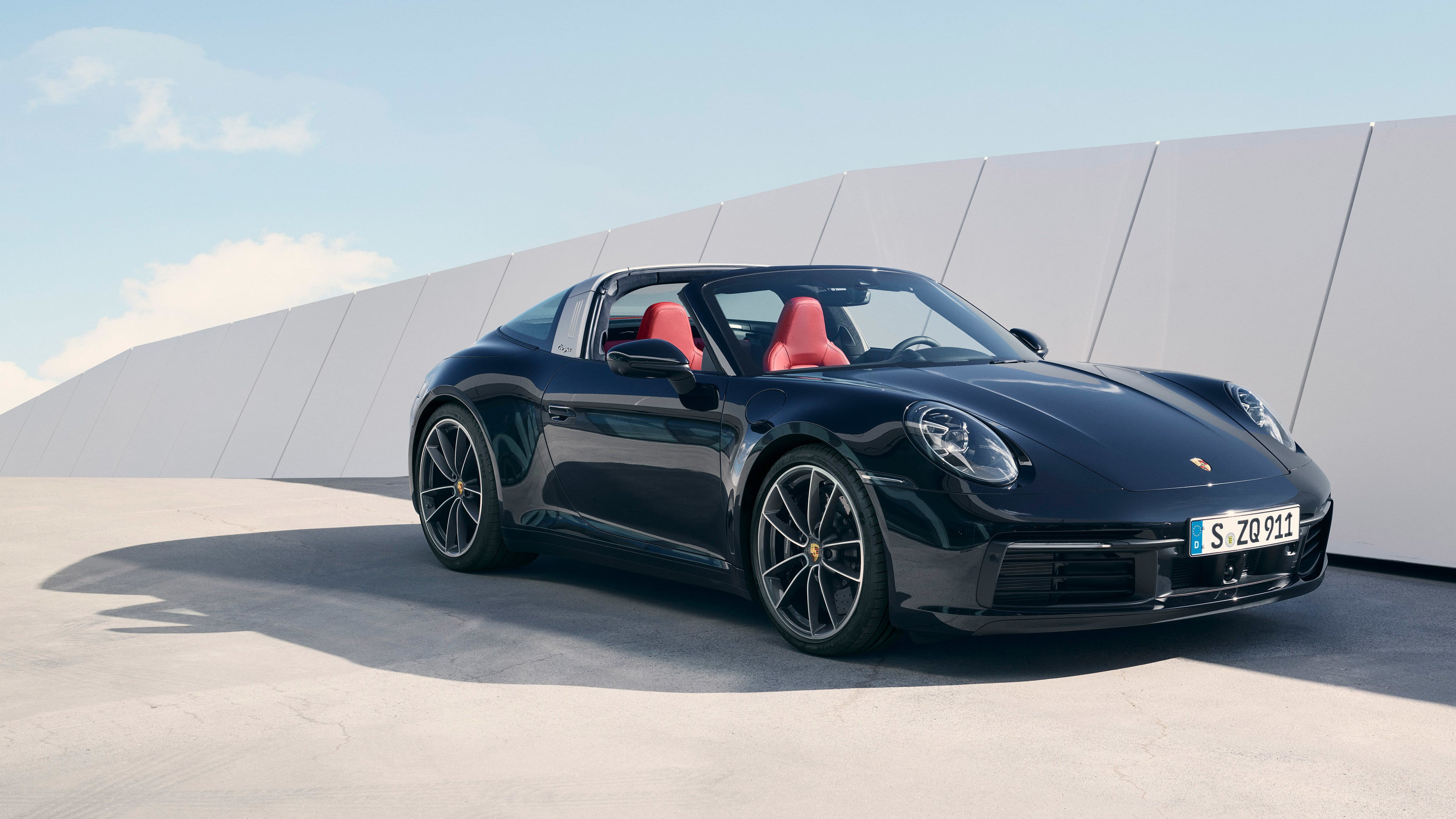 The 2021 Porsche 911 Targa Takes 7 More Seconds To Drop Its Roof Than A Regular Cabriolet