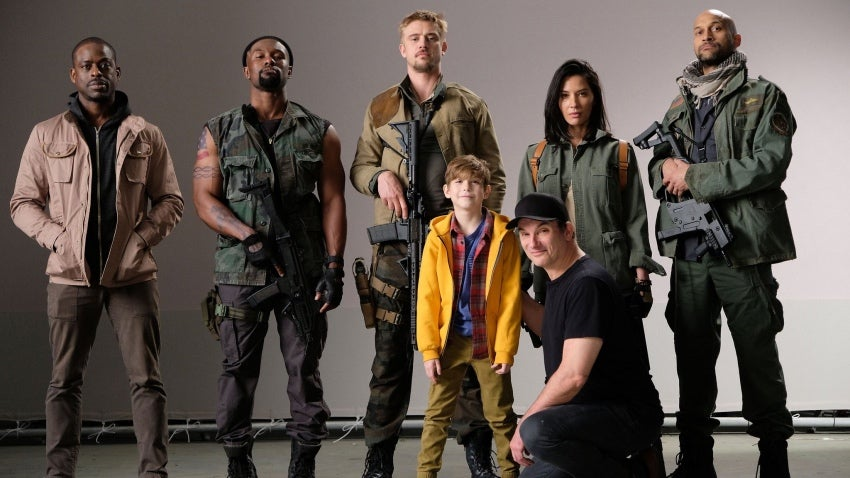 Cast Of ThePredator Is Looking 'Beautiful' And Deadly In First Official Photo